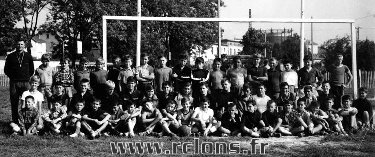https://www.rclons.fr/wp-content/uploads/2021/05/Ecole-de-football-1966-1967_qualite.jpg